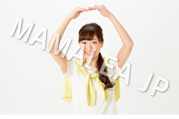 両手で丸を示す笑顔の女性